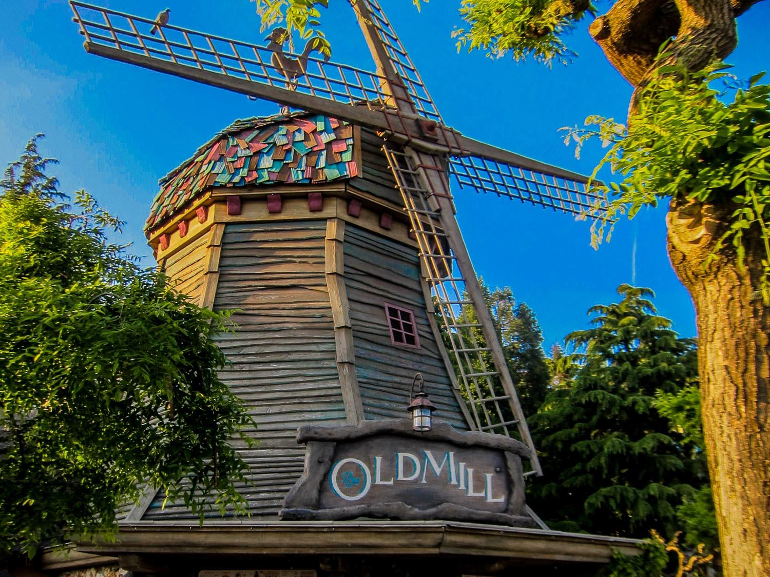 disneyland_paris_the_old_mill1
