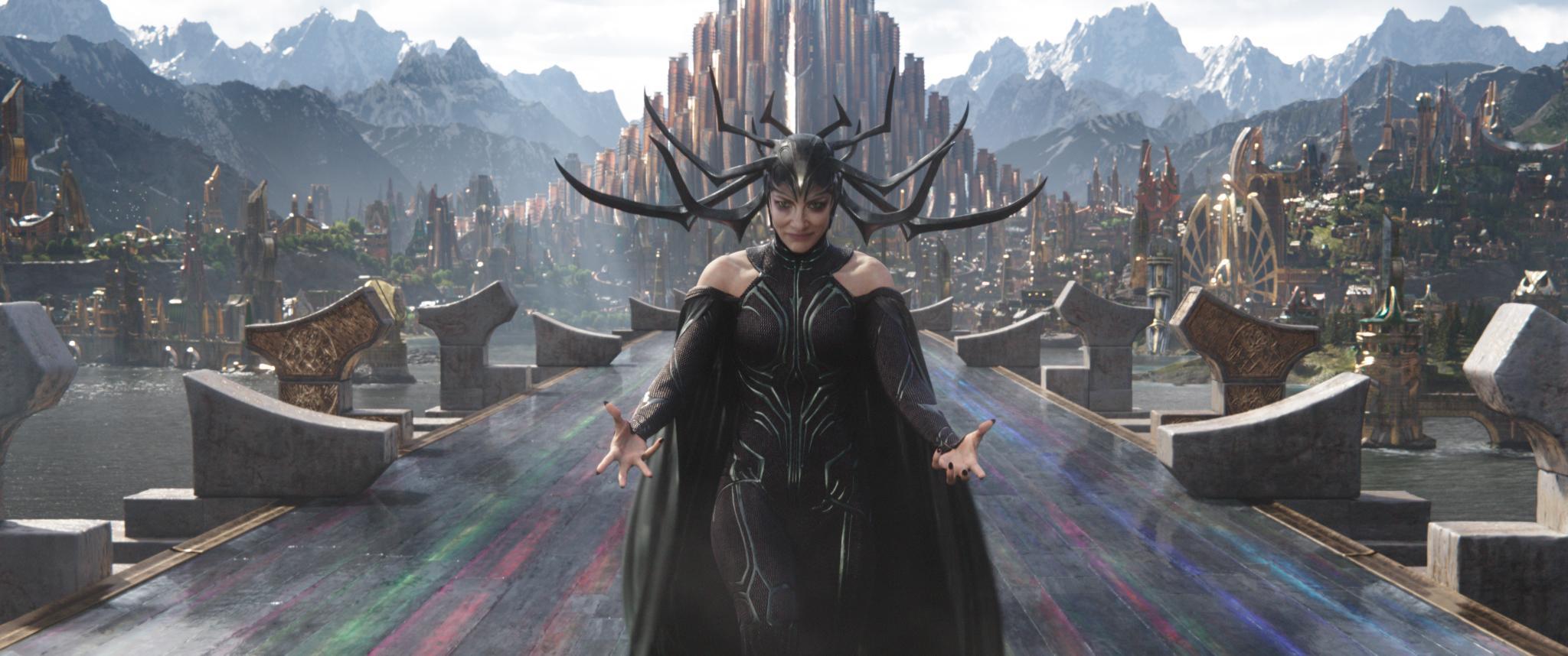 Thor: Ragnarok, Hela (e Cate Blanchett) si presentano in due nuove ...