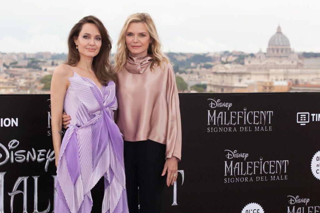 Angelina Jolie e Michelle Pfeiffer a Roma per presentare Maleficent: Signora del male. (Foto: Disney)