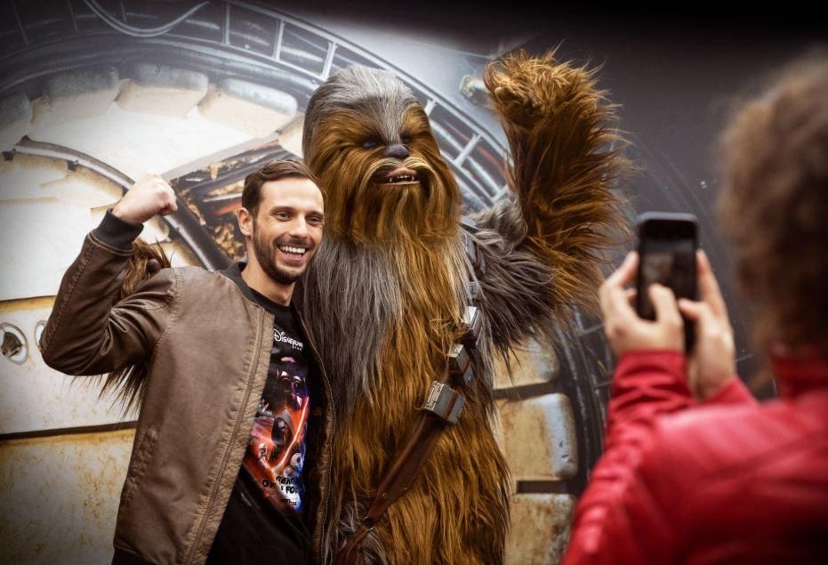 Durante Leggende della Forza a Disneyland Paris sarà di ritorno il meet and greet con Chewbacca, con un'ospite speciale: Rey.