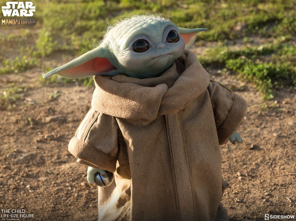 Un'immagine della figure di Baby Yoda della Sideshow, da Star Wars: The Mandalorian.
