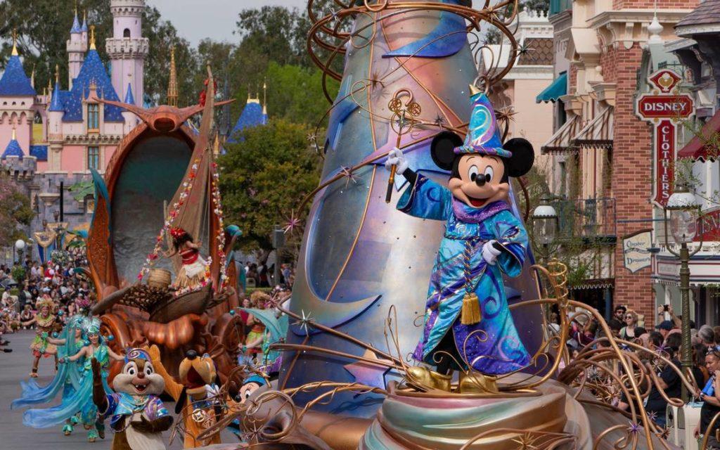 Disneyland dà ai suoi guest la possibilità di vedere da casa la versione virtuale della Magic Happens Parade in California.